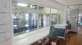 石巻支援学校食堂カウンターサッシ・厨房下処理室水槽増設工事